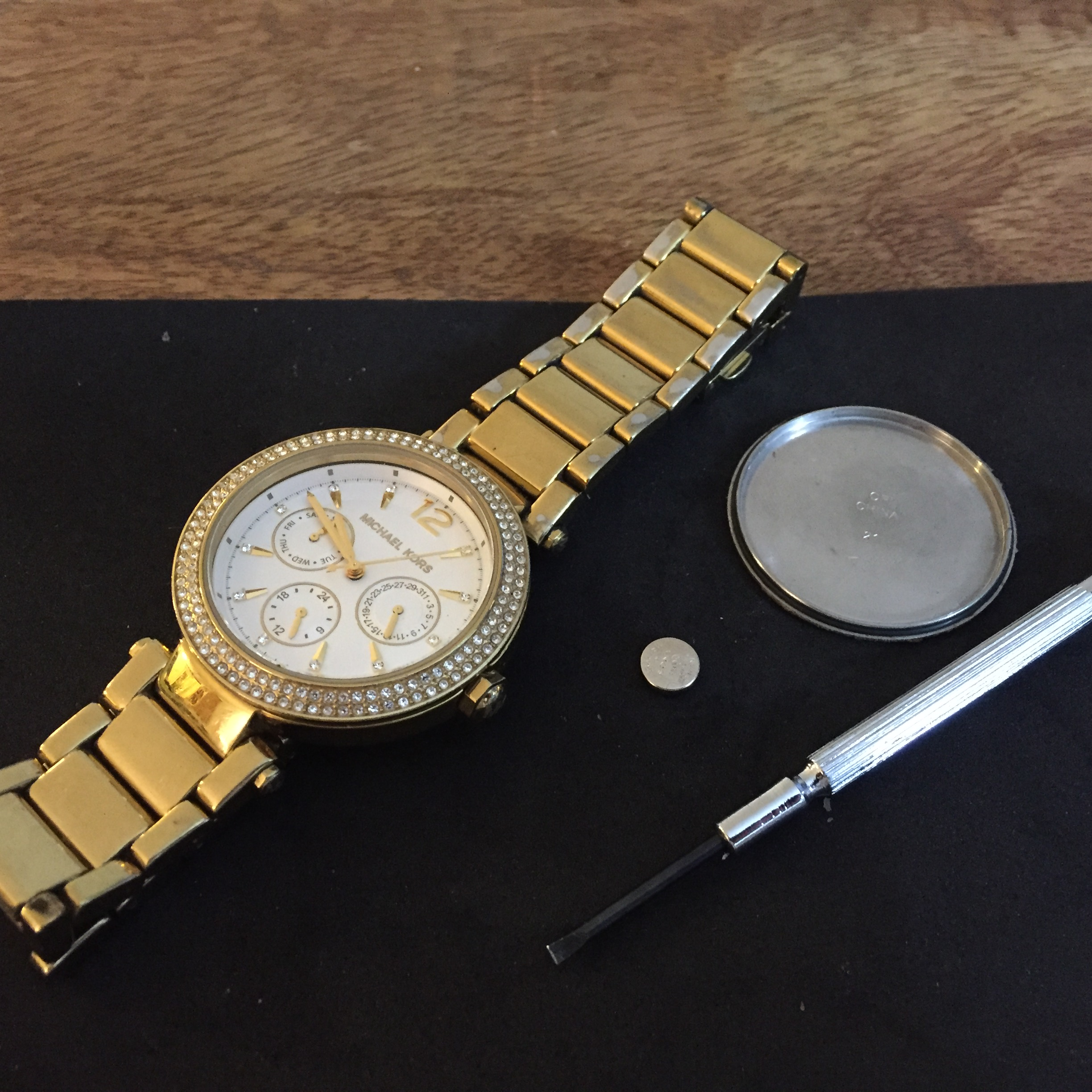 How to change the date on michael kors watch in Melbourne